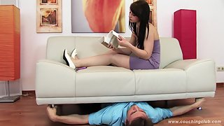 Couching Club - 0021 - Murielle's slowly crushing the slave