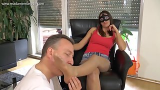 Madame Marissa - Slave to my smelly nylon feet