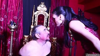 Mistress Iside - Powerful Slaps